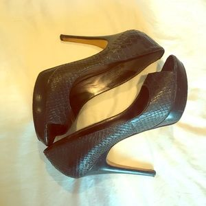 Via Spiga peep toe pumps snake embossed